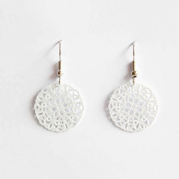Mittlere Ornament-Ohrringe in weiß